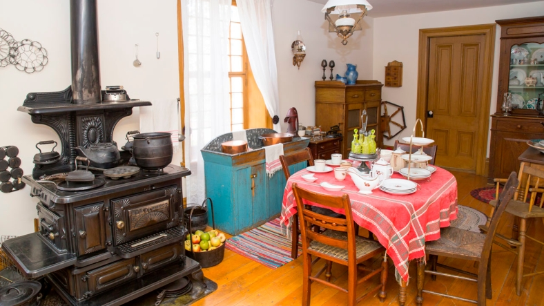 beehive_house_kitchen